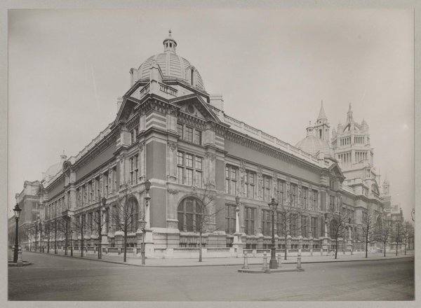 Victoria and Albert Museum, view from southwest (© V&A Images)