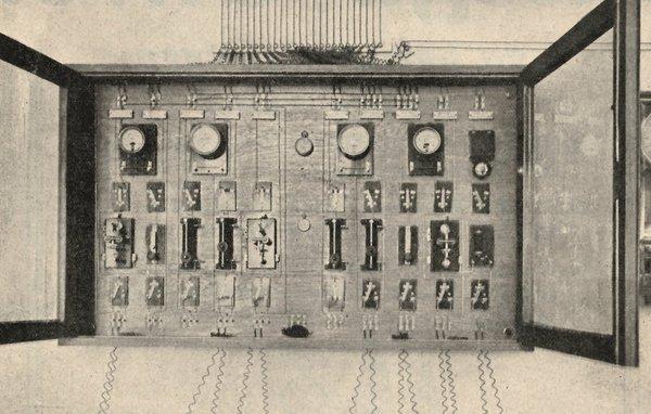 Electric time system synchronising Vienna public clocks