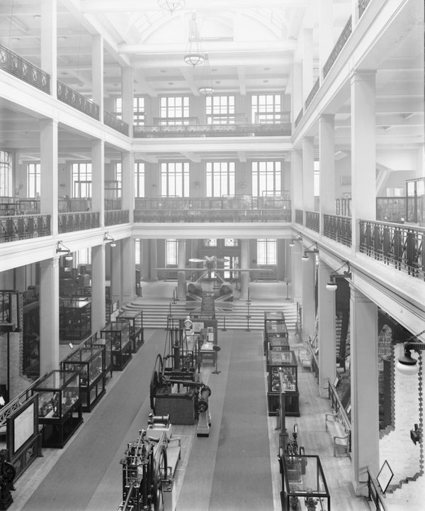Supermarine racing seaplane, Science Museum front hall, c.1932 (©Science Museum/SSPL)