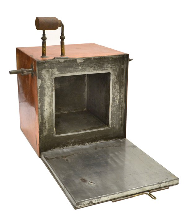 Copper-covered oven in which chronometers were placed to check their performance at high temperatures. Photo © Museum of the History of Science, Oxford