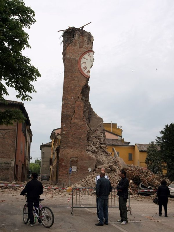 clock-tower-in-Finale-Emila-Italy-damaged-by-earthquake-May-2012damed