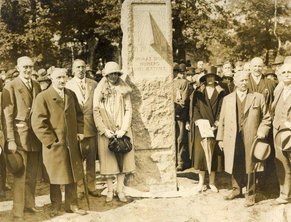 Unveiling the Willett memorial (George Willett)